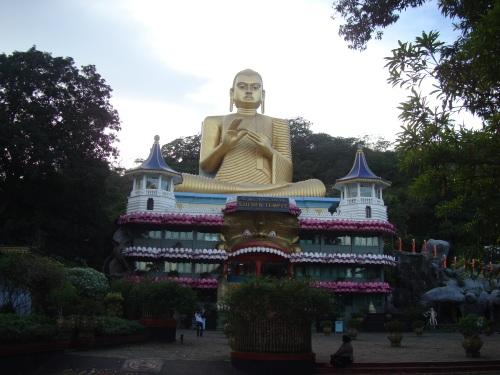 Buddha temple gold statue dumballa sri lanka