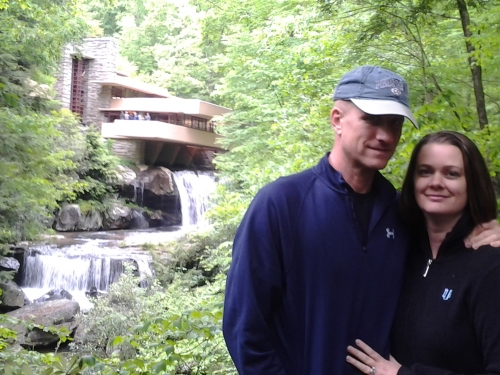 couple at falling water frank lloyd wright pennsylvania