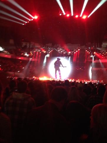 Garth Brooks on stage in Richmond VA