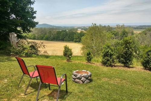 airBnb RV with a view of Shenandoah Mountains virginia
