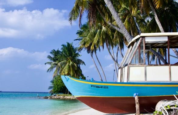 Maldives Thulusdhoo boat island water beach